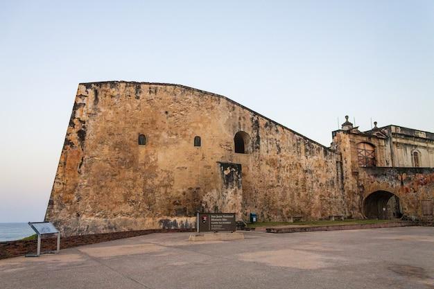 Vista del castillo de san cristobal nella vecchia san juan porto rico