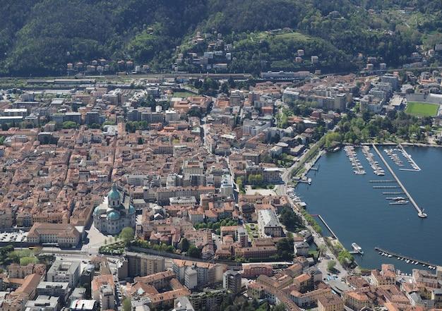 Vista della città di como e del lago