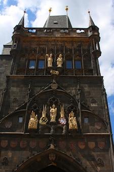 Vista della colorata città vecchia di praga presa dal ponte carlo, repubblica ceca