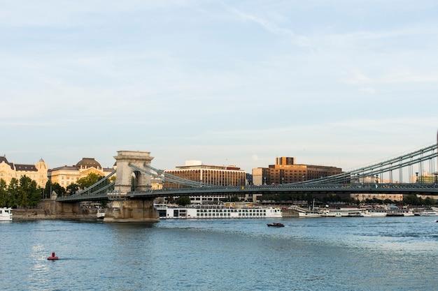 Vista sul fiume danubio a budapest, ungheria