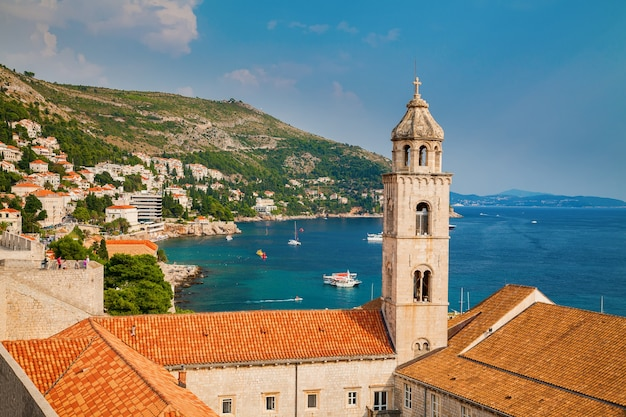 Vista del monastero domenicano a dubrovnik dalle mura della città, croazia