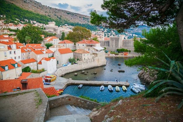 Vista del porto di dubrovnik dal lato ovest della città vecchia, croazia