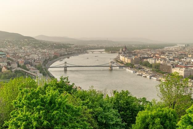 Vista sul ponte elisabetta a budapest, ungheria
