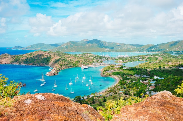 Vista del porto inglese da shirley heights, antigua
