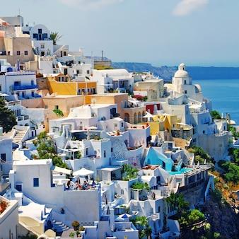 Vista della città di fira, incredibile isola unica di santorini. creece viaggi e punti di riferimento