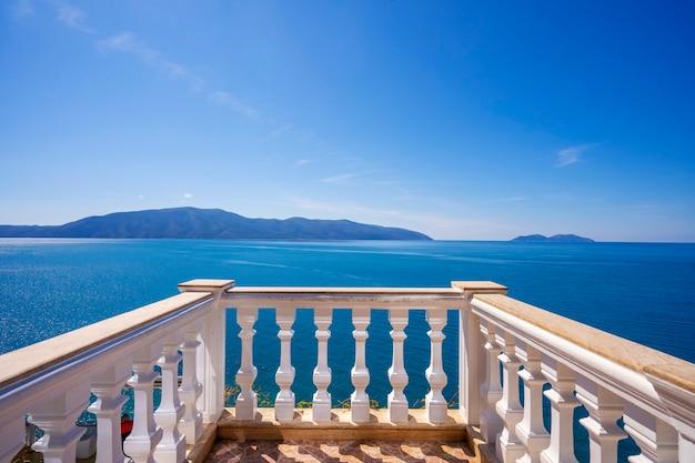 Vista dal balcone di una casa a valona in albania