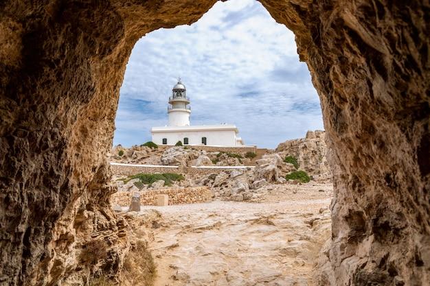 Vista dal tunnel cavalleria al faro (faro de cavalleria). minorca, isole baleari, spagna