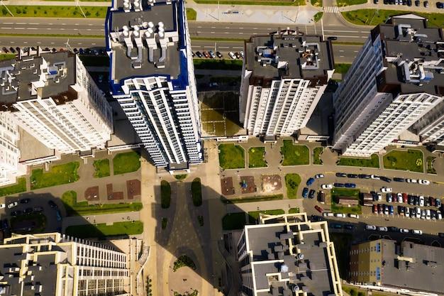 Vista dall'alto del nuovo quartiere della città di minsk.architettura della città di minsk.una nuova area del faro.bielorussia