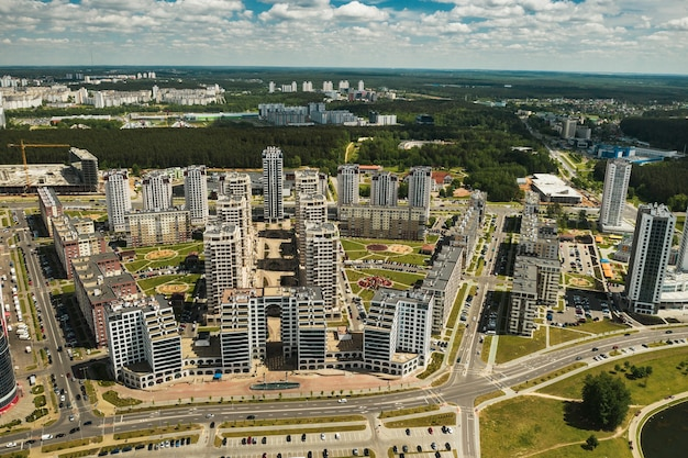 Vista dall'alto del nuovo quartiere della città di minsk.architettura della città di minsk.una nuova area del faro.bielorussia.