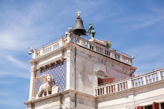 Vista dal mare di piazza san marco o piazza san marco, campanile e palazzo ducale o ducale