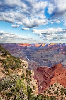 Vista del grand canyon e del fiume colorado, usa
