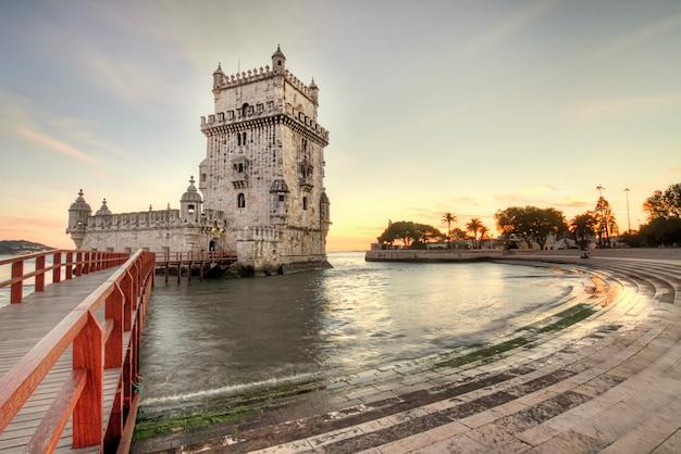 Vista del punto di riferimento storico, torre di belem, situata a lisbona, portogallo.
