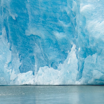 Vista dell'iceberg in lago, ghiacciaio grigio, lago grigio, parco nazionale di torres del paine, patagonia, cile