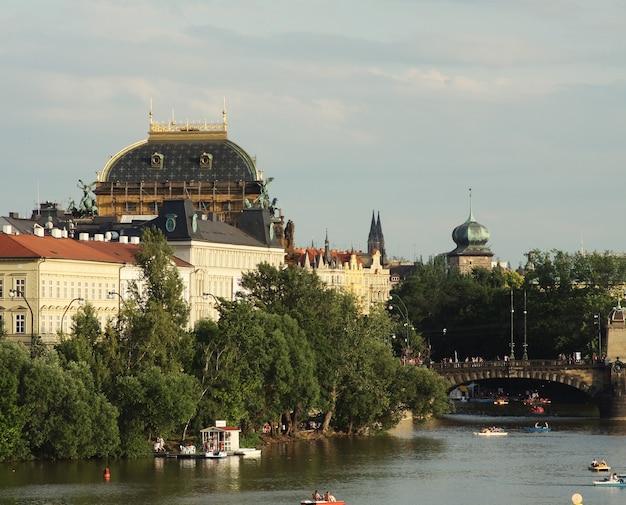 Vista dei monumenti dal fiume a praga