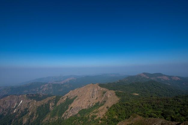 Vista sulla montagna a mulayit taung, myanmar