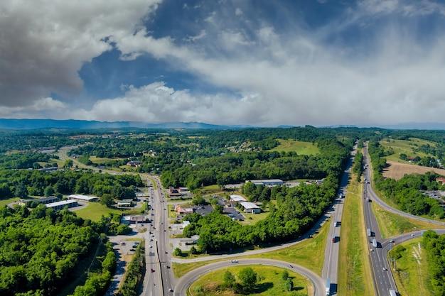Vista delle montagne in west virginia valle dell'intersezione autostradale rotatoria road