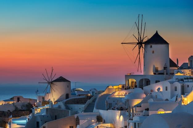 Vista di oia al tramonto, santorini
