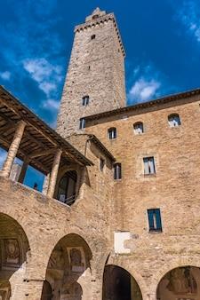 Vista al centro storico di san gimignano in toscana, italia.