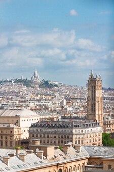 Vista di parigi sopra il distretto di mont matre, france