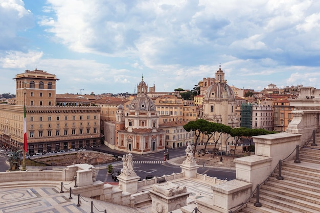 Una veduta di piazza venezia a roma italia