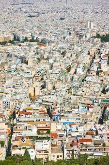 Vista delle aree residenziali della città di atene dal monte licabetto, grecia
