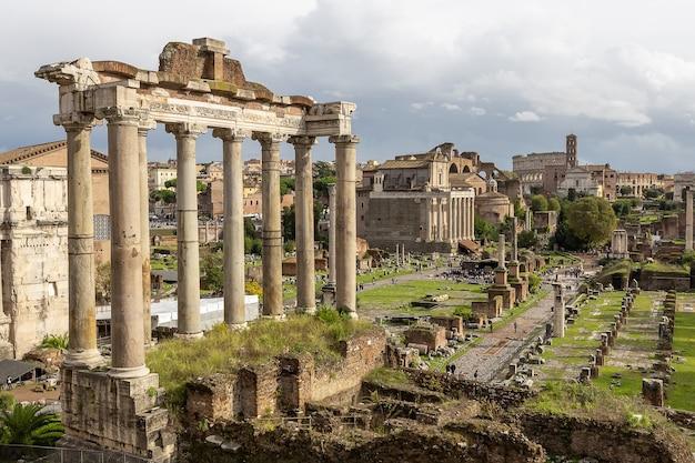 Vista del foro romano roma in autunno