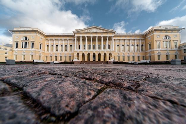 Vista del museo russo a pietroburgo in russia