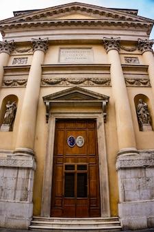 Vista alla chiesa di san filippo neri a vicenza, italia