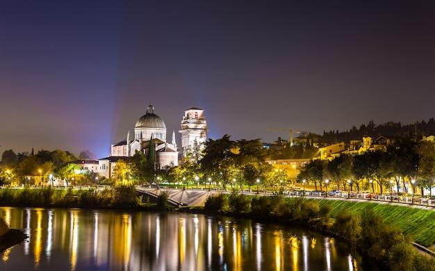 Veduta della chiesa di san giorgio in braida - verona, italia