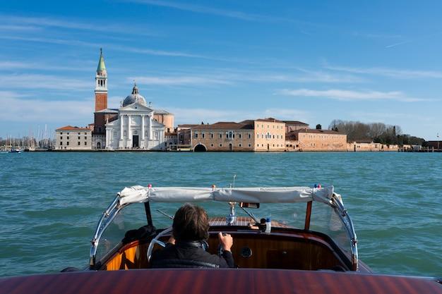 Vista di san giorgio maggiore dalla barca