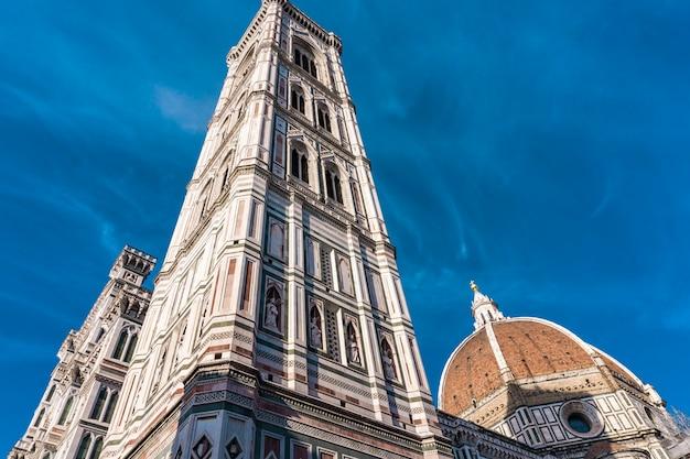 Vista alla cattedrale di santa maria del fiore a firenze, italia