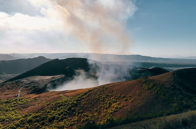 Vista del cratere di santiago nel parco nazionale del vulcano masaya.