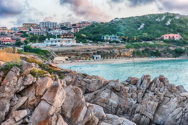 Vista sulla pittoresca spiaggia chiamata rena bianca, uno dei principali punti salienti di santa teresa gallura, nord sardegna, italy