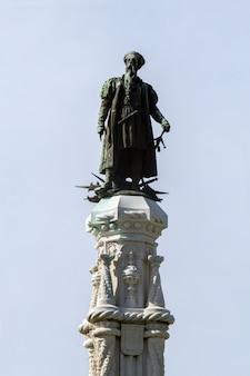 Vista della statua del giardino di afonso de albuquerque situato a lisbona, in portogallo.