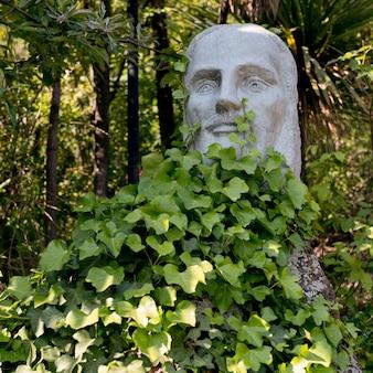 Vista di una statua sulla collina di san cristobal, santiago, regione metropolitana di santiago, cile