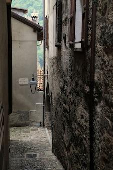 Una vista di una strada di verona in italia