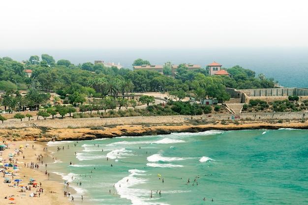 Vista della spiaggia di tarragona, costa dorada, spagna