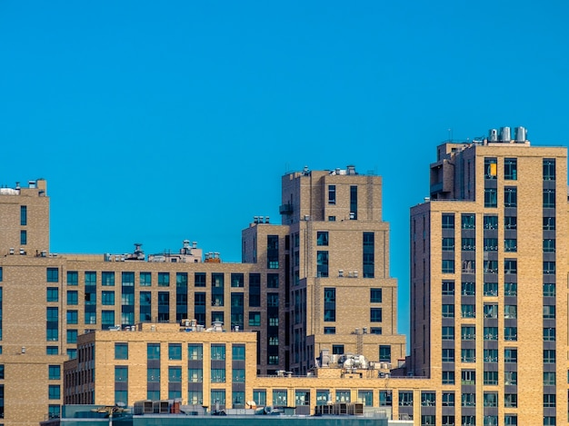 Vista di edifici moderni sconosciuti della città