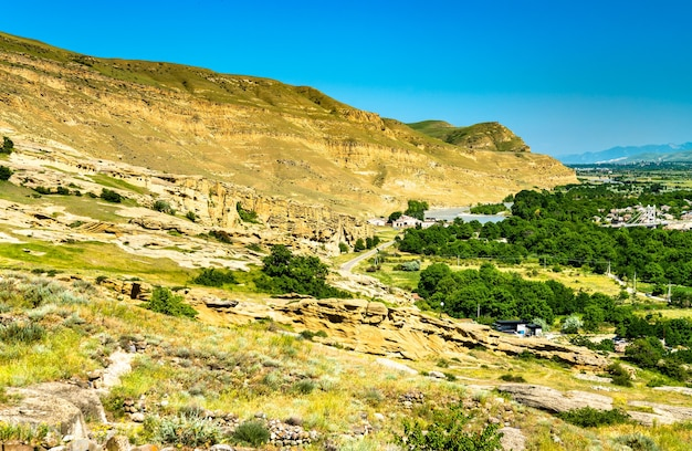 Vista di uplistsikhe, un'antica città scavata nella roccia in georgia