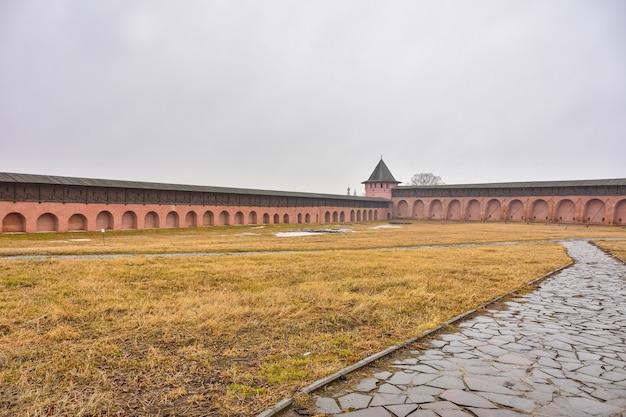 Vista delle mura del monastero del salvatore euthymius