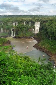 Vista delle cascate di iguasu di fama mondiale in argentina.