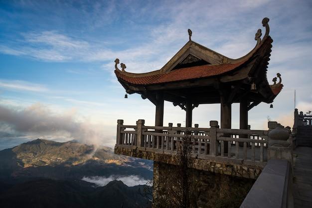 Punto di vista sul vertice di fansipan a sapa vietnam.