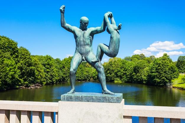 Parco delle sculture di vigeland o vigelandpark a oslo, norvegia.