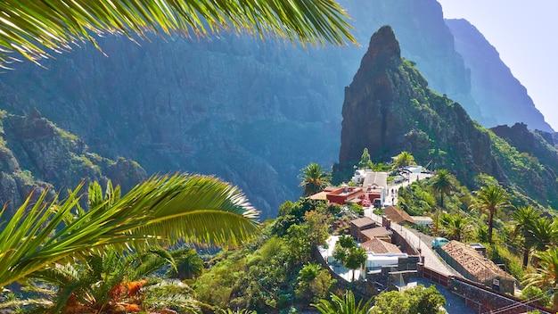 Villaggio masca nell'isola di tenerife, canarie. paesaggio panoramico con spazio per il tuo testo
