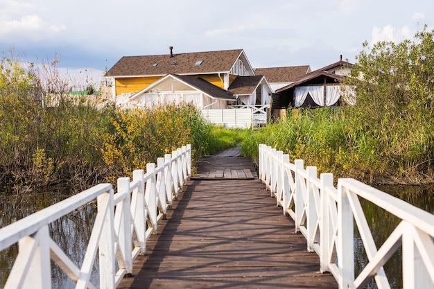 Villaggio, natura e concetto di vita di campagna