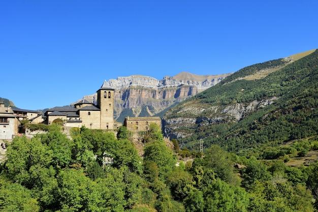 Villaggio di torla, ordesa e monte perdido, parco nazionale, provincia di huesca, aragona, spain