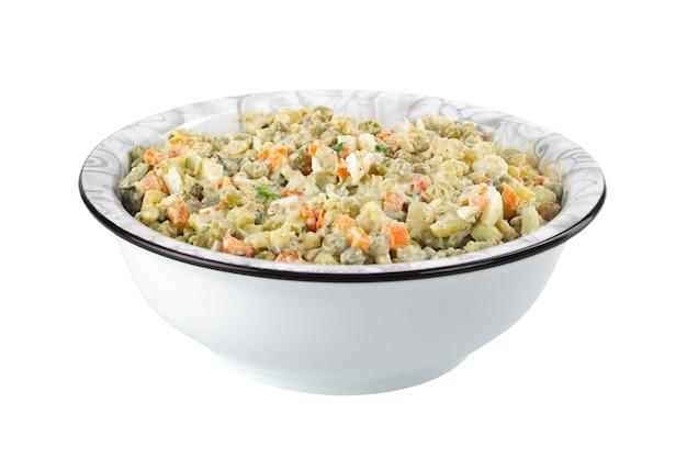 La vinaigrette di varie verdure bollite nel piatto su bianco