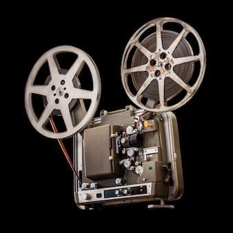 Proiettore cinematografico vintage da 8 mm su nero