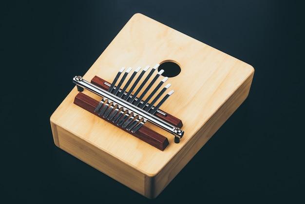 Strumento musicale a percussione acustico vintage kalimba, realizzato in legno
