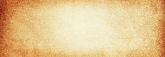 Fondo beige in bianco dell'annata di vecchia carta stagionata per progettazione e testo